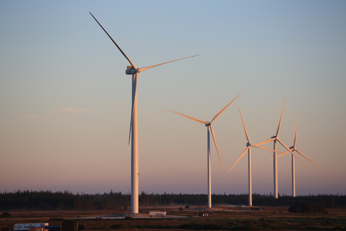 vestas wind The vestas v164 is a three bladed offshore wind turbine, produced by vestas, with a nameplate capacity of up to 95 megawatt, a world-record vestas revealed the v164.